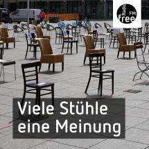 Leere Stühle auf dem Münsterplatz